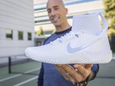 Una scarpa da tennis Nike
